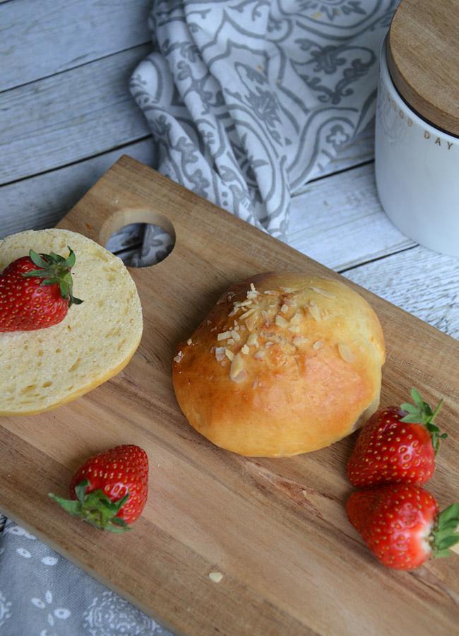 Frühstücksbrötchen mit Mandeln