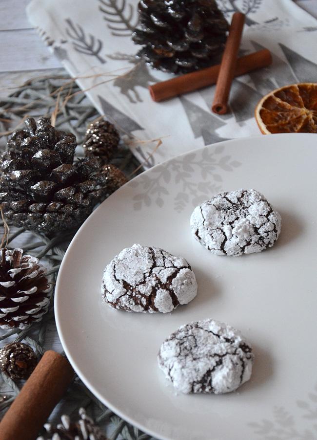 Schokoladenbrote mit Puderzucker
