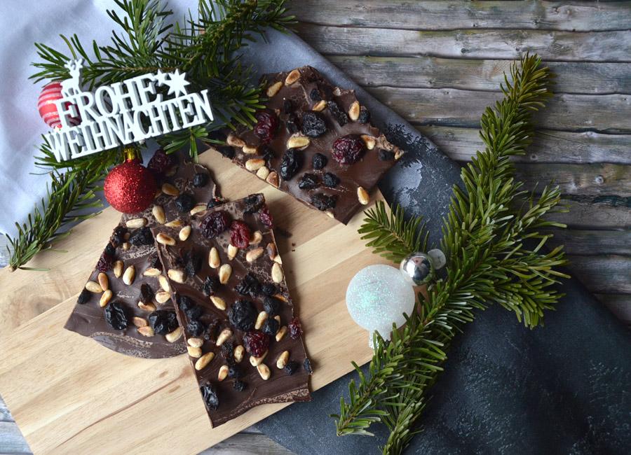 Schokolade mit Pinienkernen