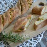 Knusperstangen mit Oliven und Zucchini