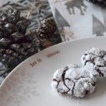 Kleine Schokoladenbrote mit Puderzucker